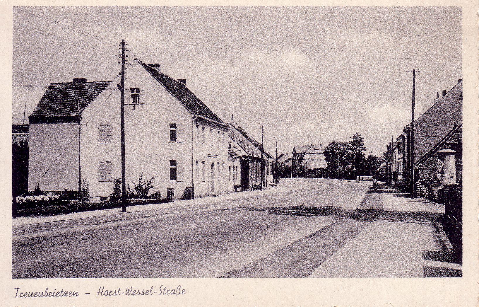 Die Berliner Straße Treuenbrietzen  wurde zeitweise zur Horst-Wessel-Straße umbenannt.