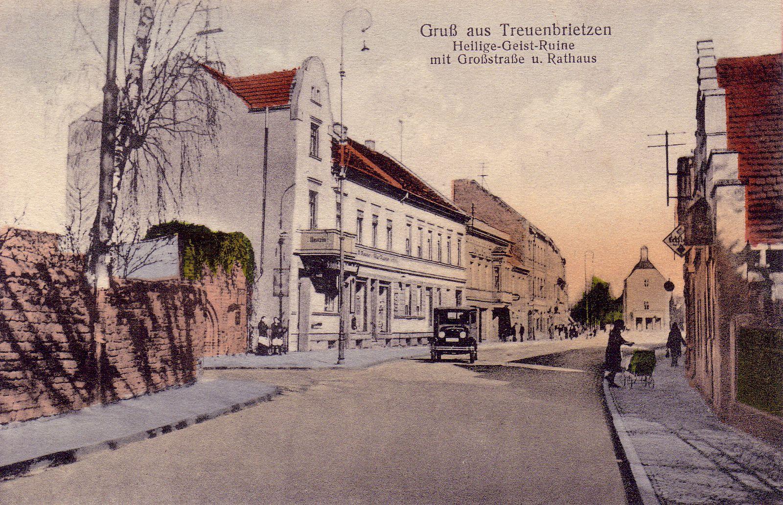 Treuenbrietzen: Großstrasse, Ruine der Heiliggeistkapelle und Rathaus vor 1938