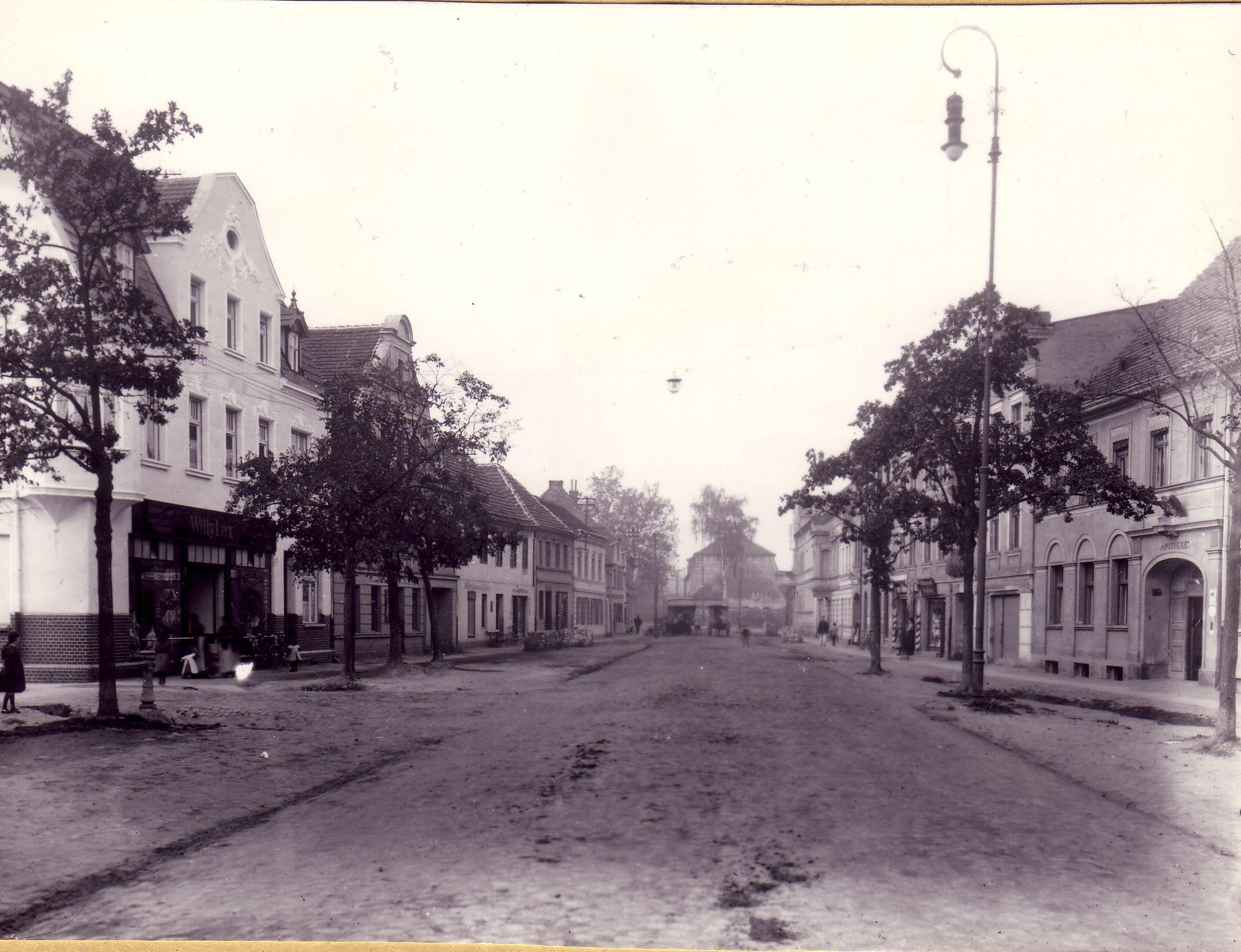 Großstraße und Adler Apotheke Treuenbrietzen