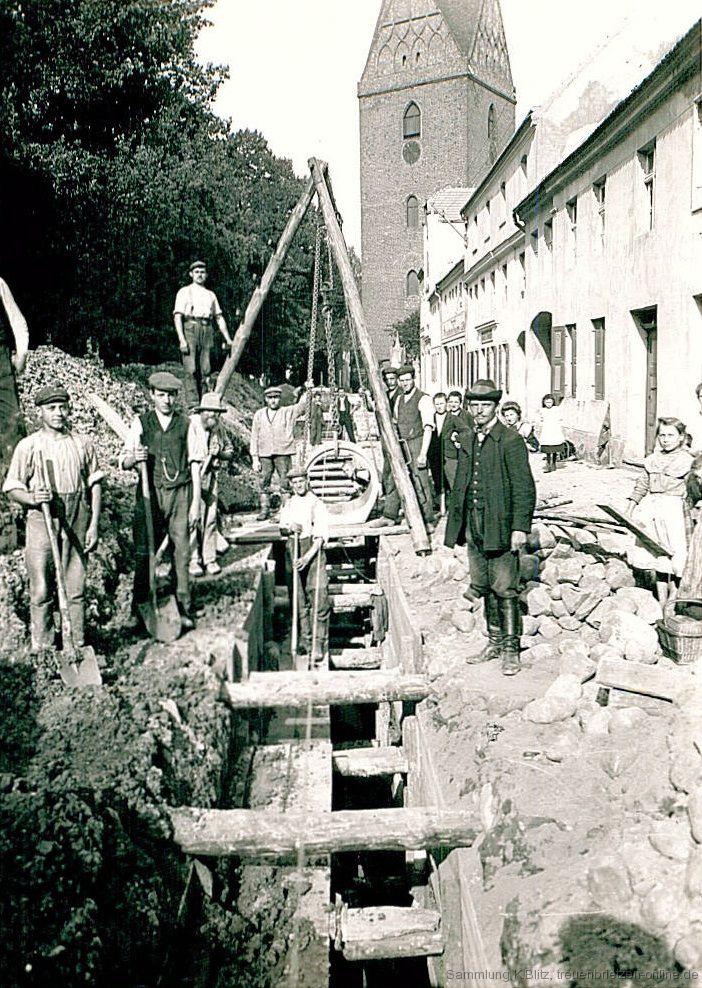 Bau der Kanalisation in der Großstraße
