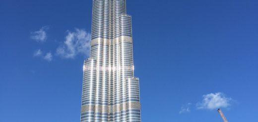 Burj Khalifa aus der Nähe. Ich bitte um Nachsicht, dass es nicht ganz aufs Foto passte.