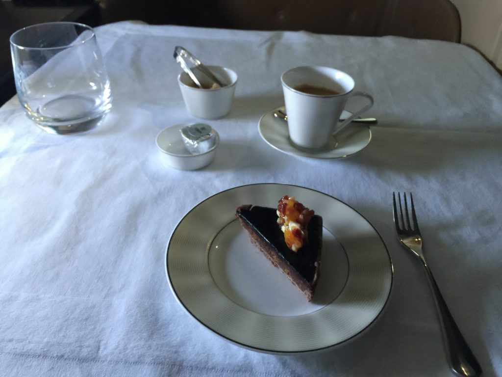 Espresso und irgendein leckeres Süßteil